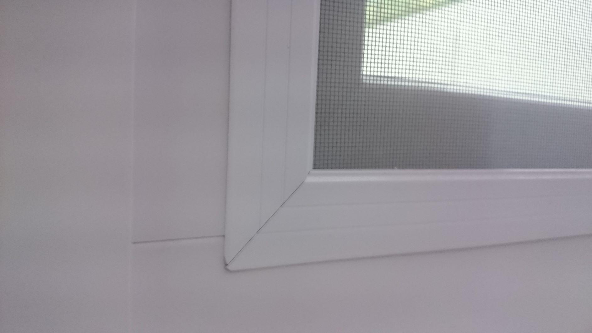 Okenná sieťka - roh